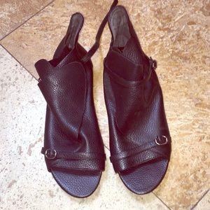 Max Studio size 10 Medium leather sandals